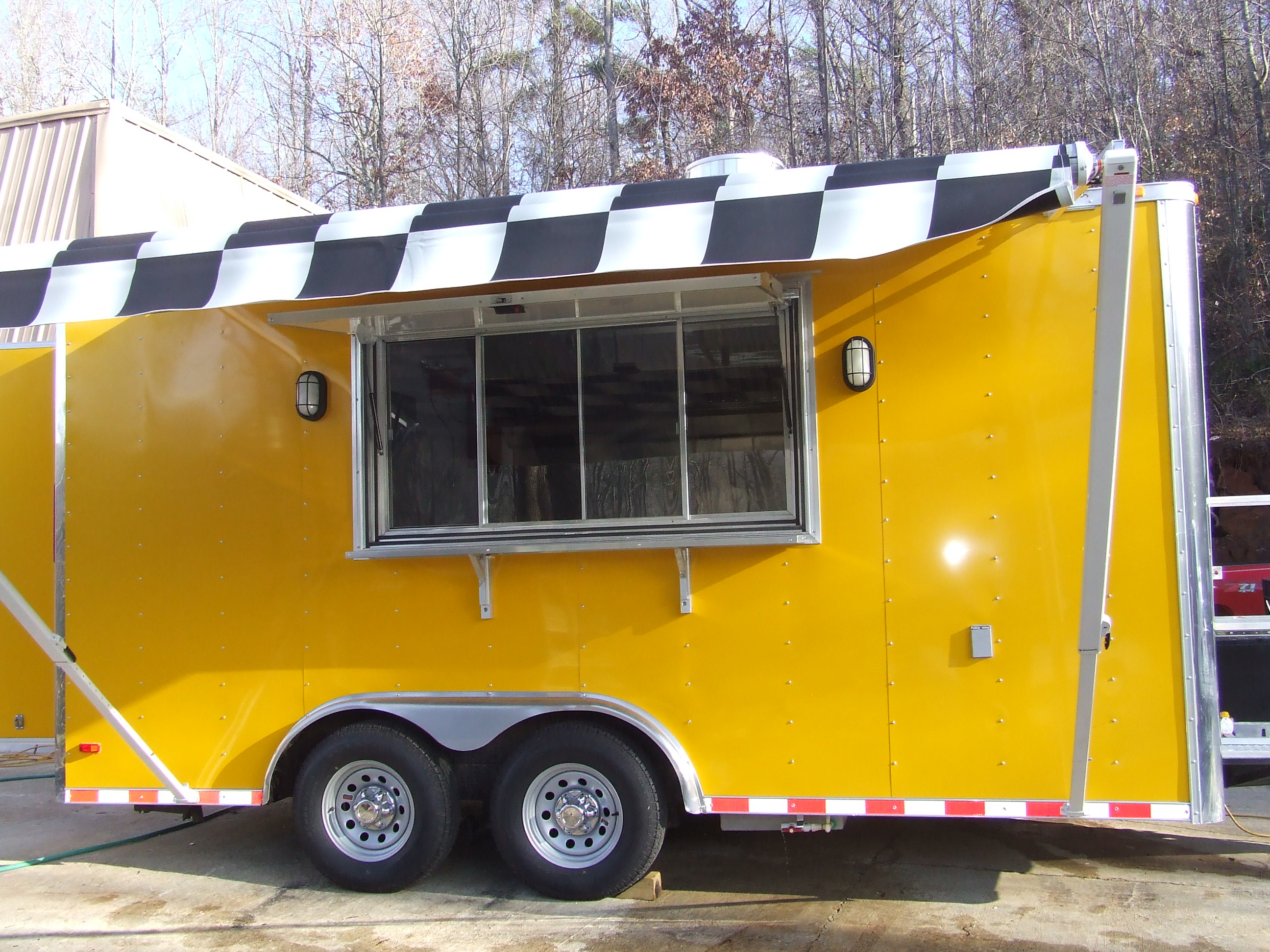 0002 Yellow Trailer With BW Awning